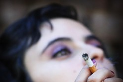 Mujeres tienen más riesgo de sufrir dolencias serias por consumo de tabaco