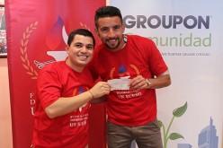 Mauricio Isla recibió al feliz ganador de la campaña solidaria de Groupon