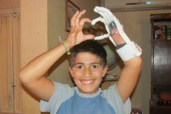 Jóvenes argentinos crean mano artificial a través de impresora 3D