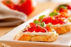 Prueba esta exquisita receta de crostinis de tomate y philadelphia