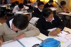 Gobierno entregará 1.700 becas a alumnos afectados por terremoto en el norte e incendio en Valparaíso