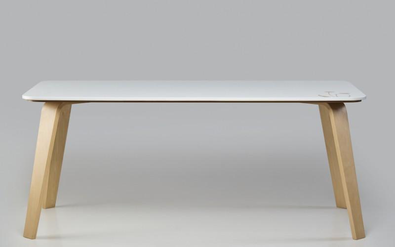 Medular presenta Mesa E-ams, diseñado por Álvaro Lagos