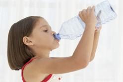 Niños bien hidratados tienen mejor memoria y capacidad cognitiva