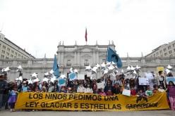 Marcha de niños superhéroes pido al Gobierno resguardar los glaciares