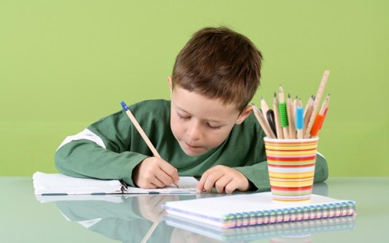 Lo que se debe y lo que no para crear hábitos de estudio en los niños
