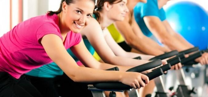 ¿Sabías que hacer ejercicio disminuye los síntomas pre-menstruales?