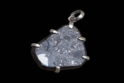 Museo del Meteorito presenta su nueva colección de joyas siderales