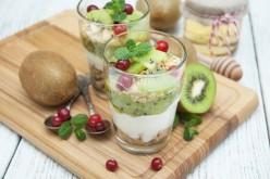 Defiéndete de los resfríos comiendo arándanos, kiwi, miel y jengibre