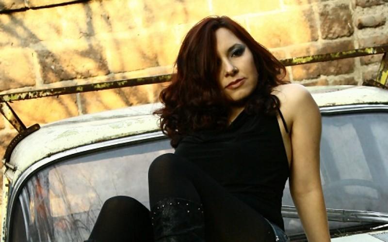 Cristina Barrios lanza novedosa campaña para financiar su primer álbum