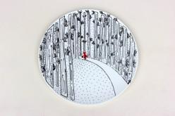 Ilustradora recrea cuentos clásicos en bellas cerámicas