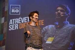 """Juanro Aguiló: """"Ser diferente no es una desventaja, es una oportunidad"""""""