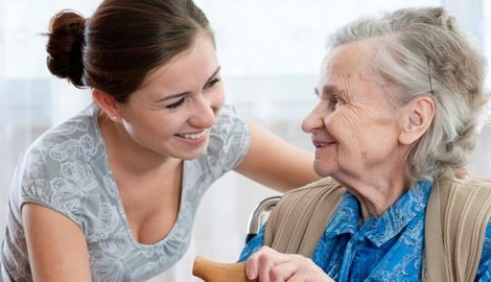 Vacaciones con personas mayores con dependencia: un desafío posible