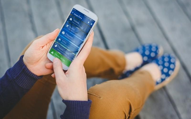 Mujeres son más precavidas a la hora de comprar viajes desde su smartphone