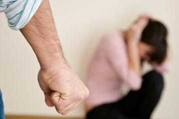 ¿Qué establece la ley sobre la violencia en el pololeo?