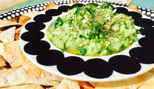 Guacamole con tortillas