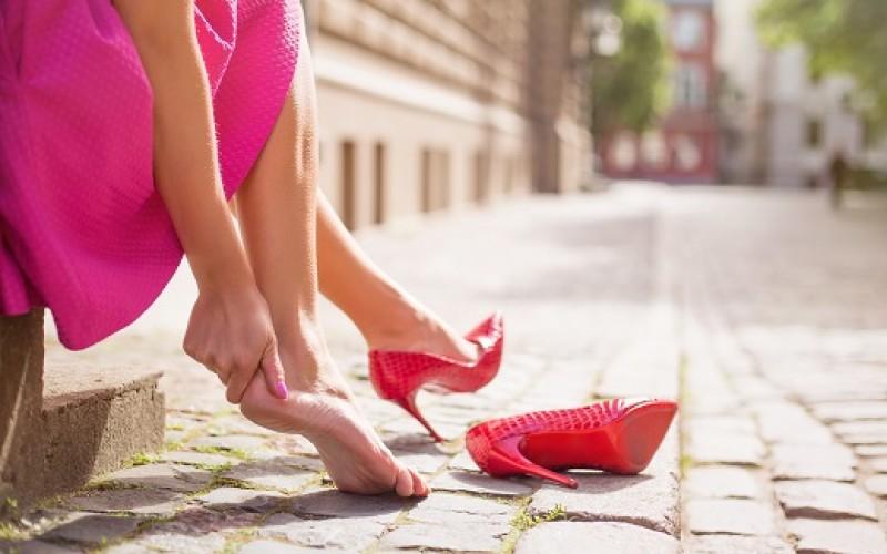 ¿El síndrome de piernas inquietas causa dolor en el pie?