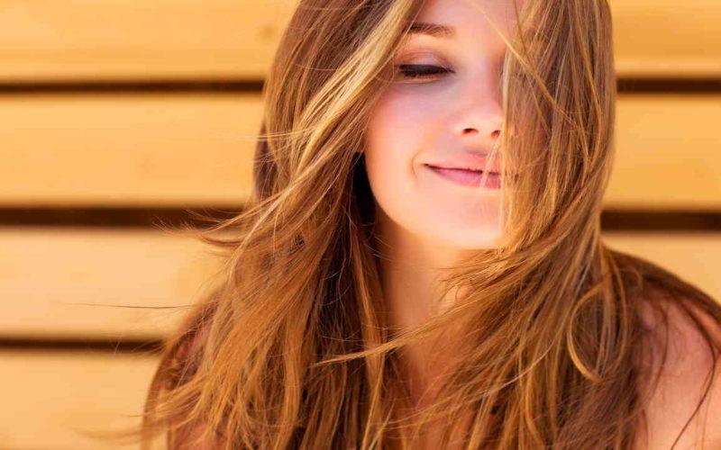 El secreto de un cabello sano: beber agua purificada